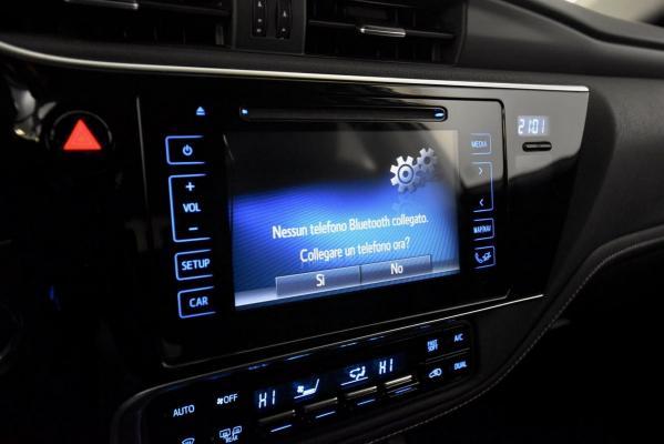 Toyota Auris Hybrid 17
