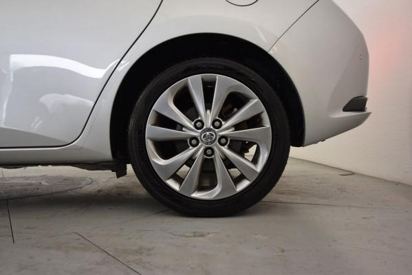 Toyota Auris Hybrid 22