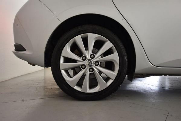 Toyota Auris Hybrid 23