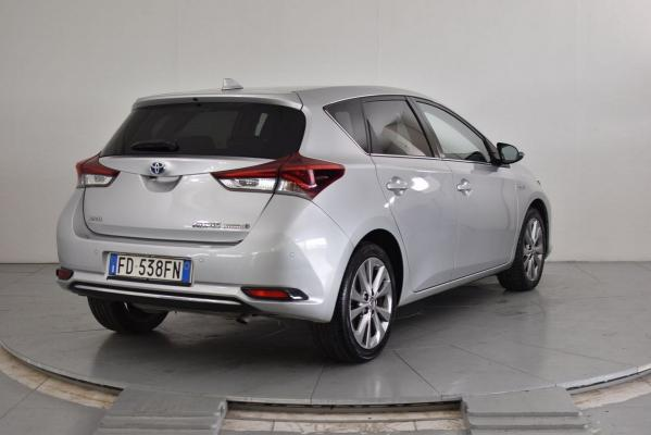 Toyota Auris Hybrid 6