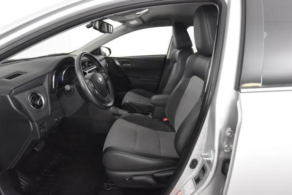 Toyota Auris Hybrid 8