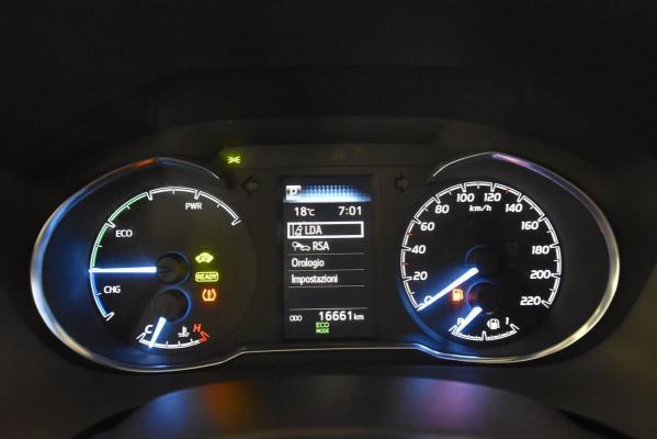Toyota Yaris Hybrid 19