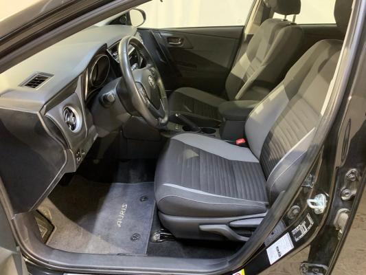 Toyota Auris TS Hybrid 8