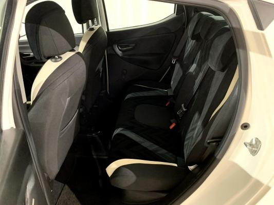 Lancia Ypsilon 10