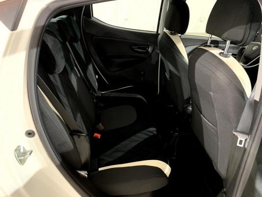 Lancia Ypsilon 11