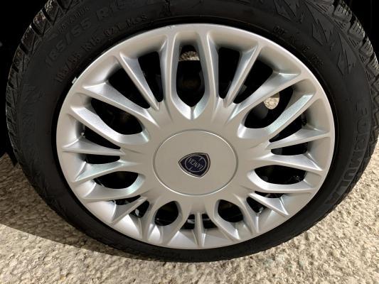 Lancia Ypsilon 17