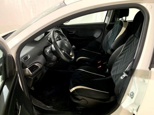 Lancia Ypsilon 8