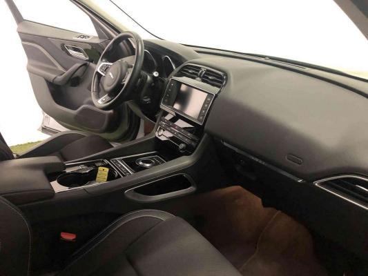 Jaguar F-Pace 9