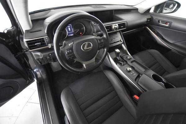 Lexus IS Hybrid 9