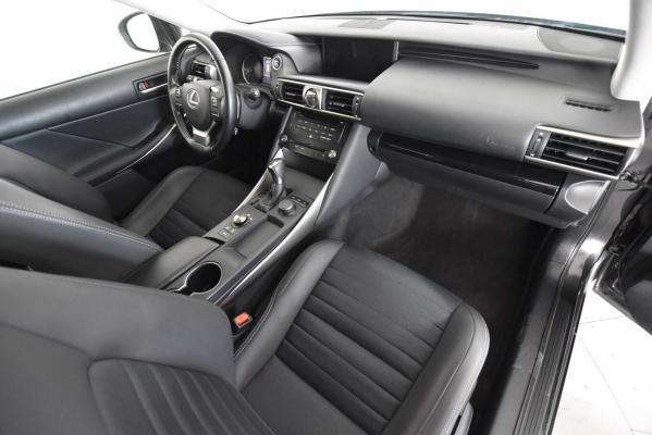 Lexus IS Hybrid 11