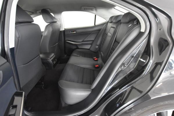 Lexus IS Hybrid 12