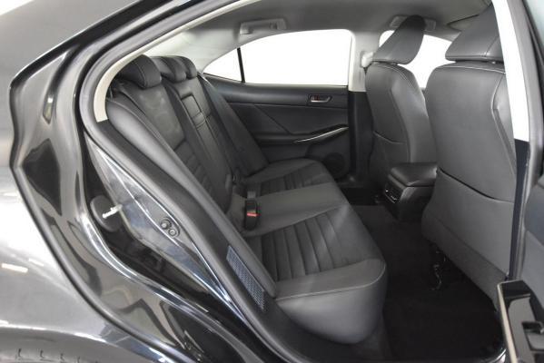 Lexus IS Hybrid 13
