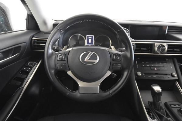 Lexus IS Hybrid 15