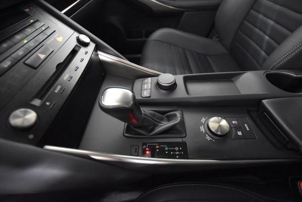 Lexus IS Hybrid 18