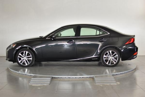 Lexus IS Hybrid 1