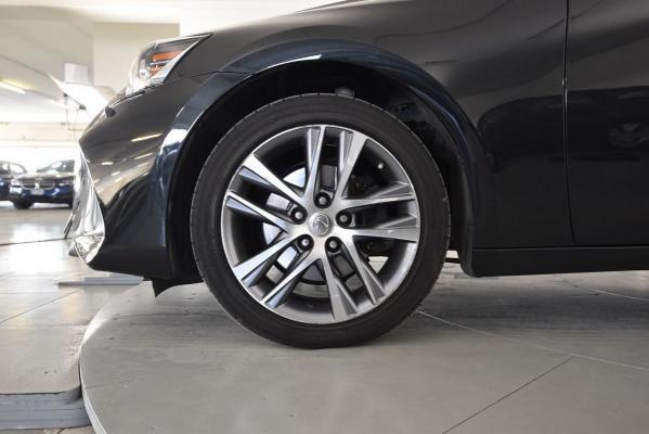 Lexus IS Hybrid 20