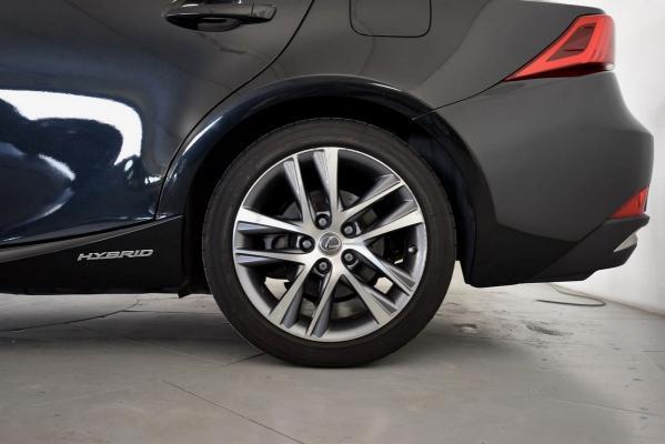 Lexus IS Hybrid 22