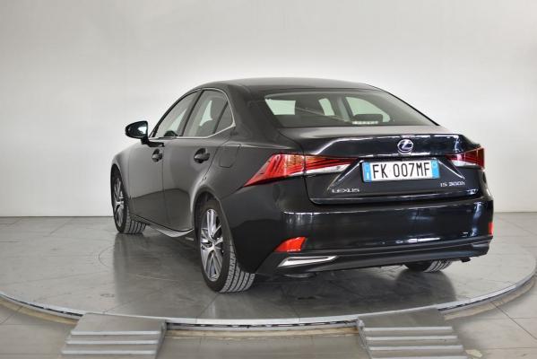 Lexus IS Hybrid 2