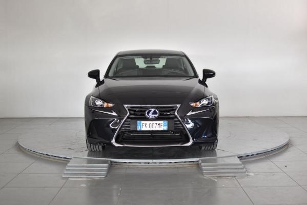 Lexus IS Hybrid 3