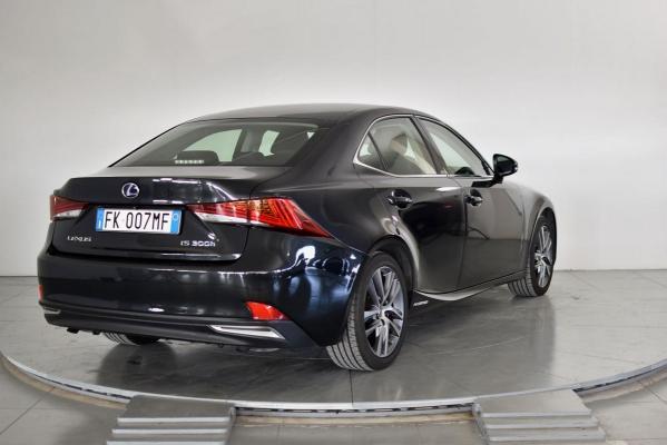 Lexus IS Hybrid 6