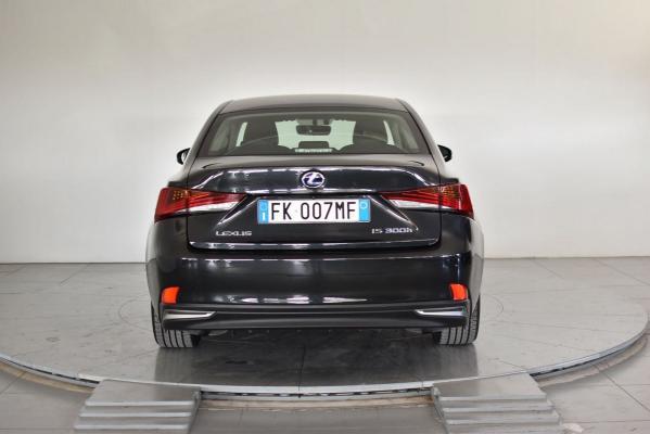 Lexus IS Hybrid 7