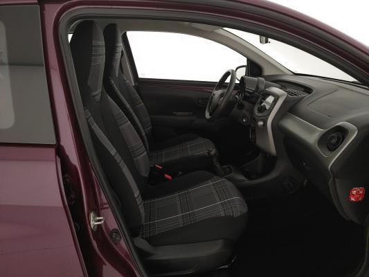 Peugeot 108 10