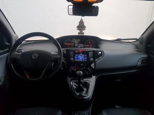 Lancia Ypsilon 13