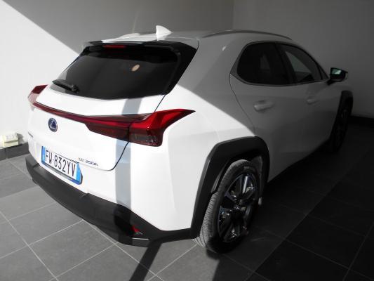 Lexus UX Hybrid 4