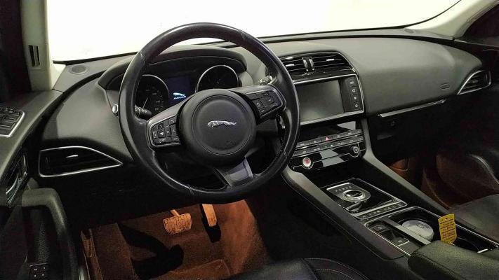 Jaguar F-Pace 15