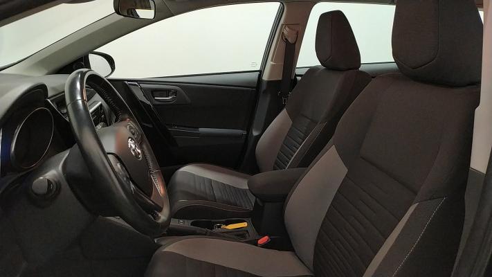 Toyota Auris TS Hybrid 7