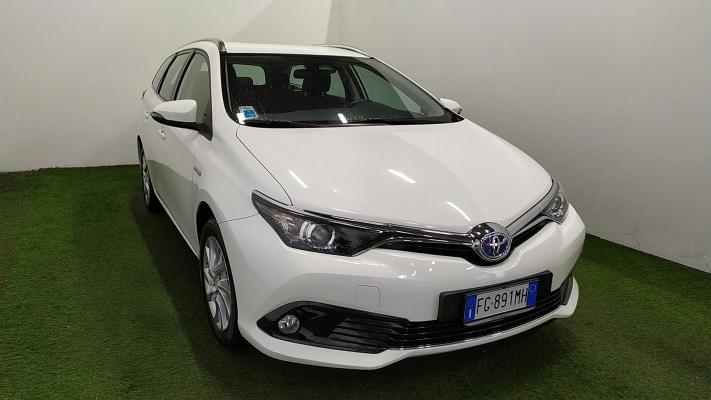 Toyota Auris TS Hybrid 2