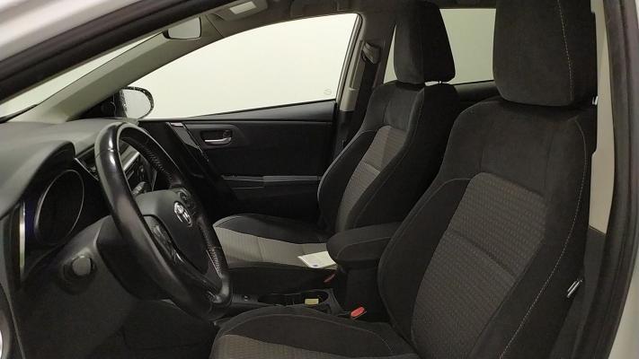 Toyota Auris TS Hybrid 9