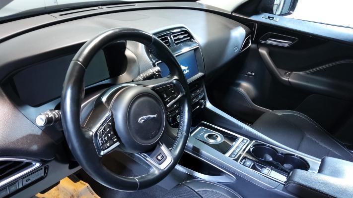 Jaguar F-Pace 12