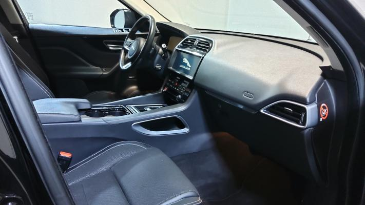 Jaguar F-Pace 8