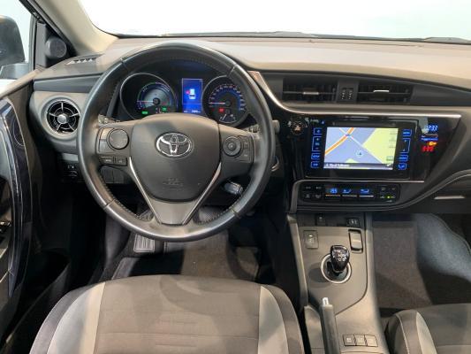 Toyota Auris TS Hybrid 13