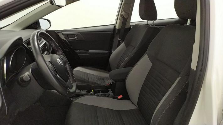 Toyota Auris Hybrid 7