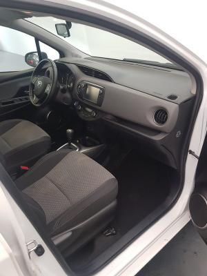 Toyota Yaris Hybrid 10