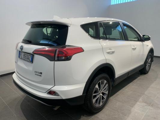 Toyota RAV4 Hybrid 5