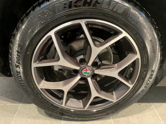 Alfa Romeo Stelvio 25