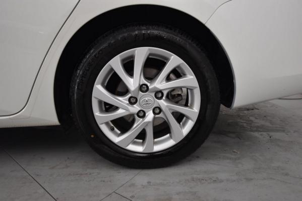 Toyota Auris TS Hybrid 21