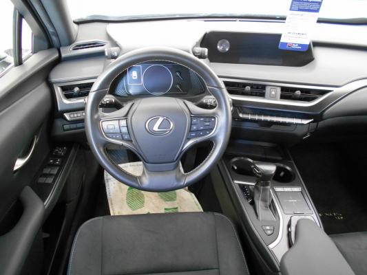 Lexus UX Hybrid 12