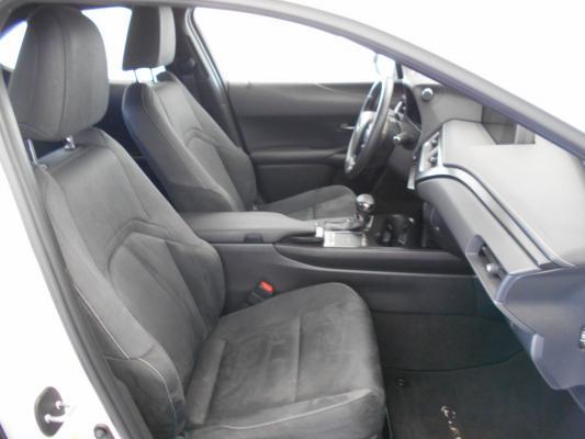Lexus UX Hybrid 8