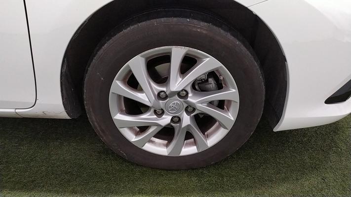 Toyota Auris TS Hybrid 10
