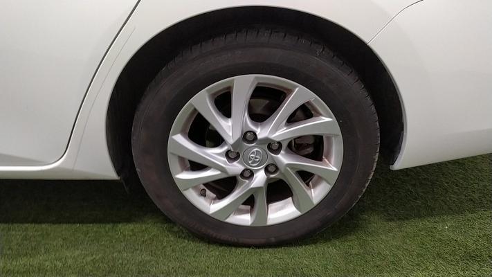 Toyota Auris TS Hybrid 12
