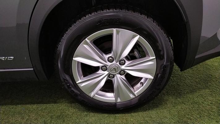 Lexus UX Hybrid 17