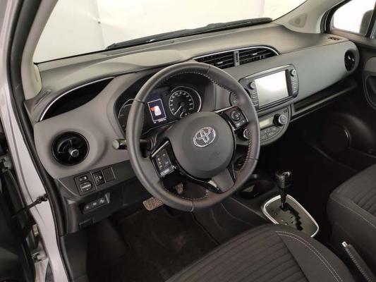 Toyota Yaris Hybrid 11