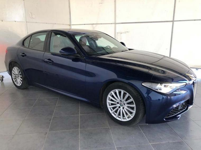 Alfa Romeo Giulia 2.2 Turbodiesel 180 CV AT8 Business Sport Launch Ed. 2016 3