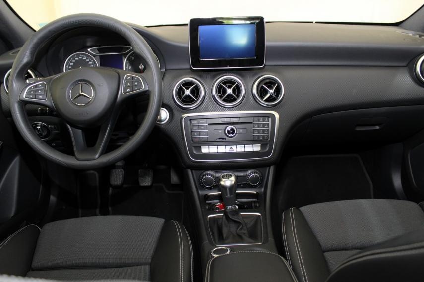 Mercedes-Benz Classe A A 180 d Business 2015 11
