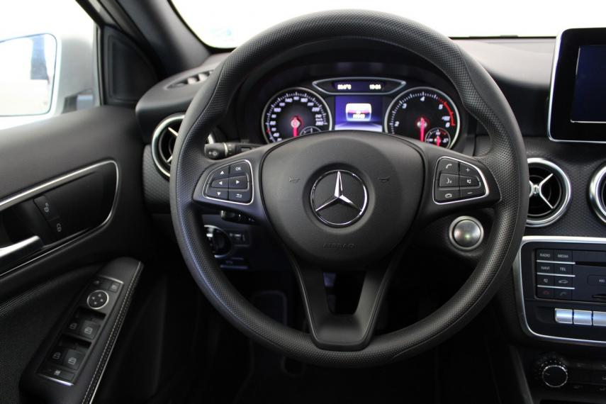 Mercedes-Benz Classe A A 180 d Business 2015 13