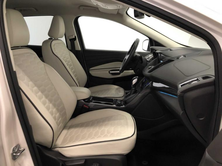 Ford Kuga 2.0 TDCI S&S Powershift Vignale 2016 9
